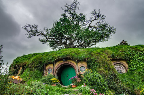 Bilbo Baggin's Bag End Home from Hobbiton with Smaller Oak Tree. Photo by Tom Hall (Flickr)