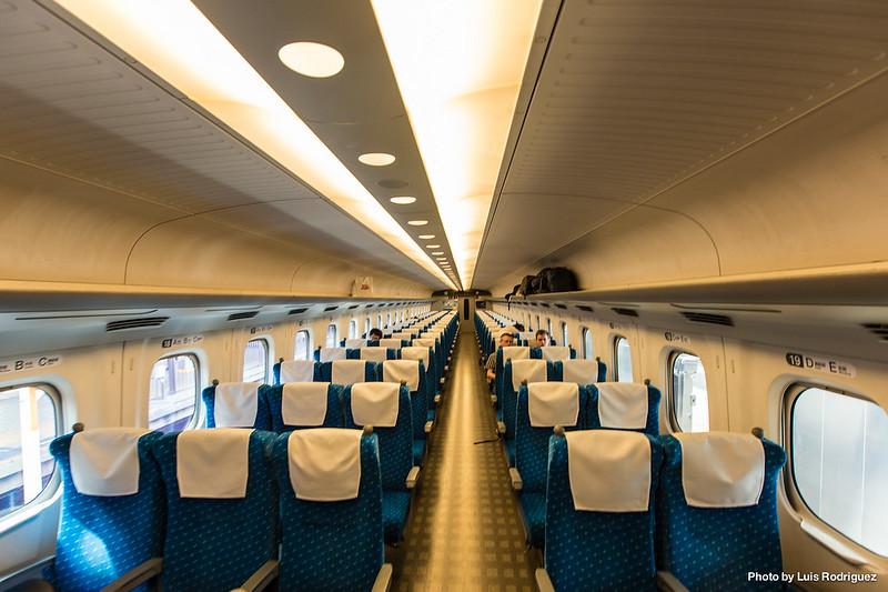 Clase estándar de un shinkansen N700A, en configuración 3+2