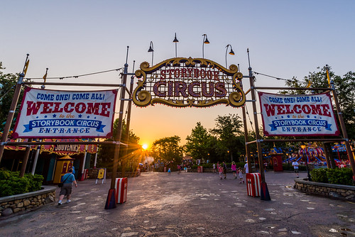 world new morning color sunrise dawn orlando nikon day angle florida circus magic kingdom disney human sunburst wdw walt storybook ultrawide element fantasyland 2014 uwa d610