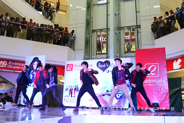 CHICSER. Fans scream as boy group Chicser performed on stage.