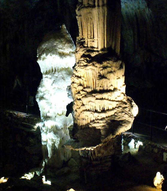 Пещера в Постойне