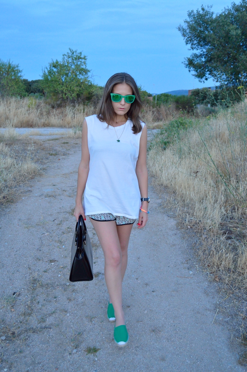 lara-vazquez-mad-lula-fashion-trends-look-green-details-espadrilles-shades