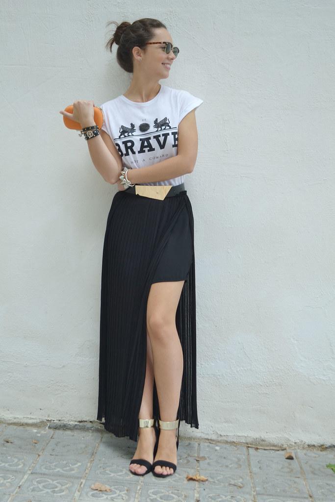 Prueba este verano con una falda larga & negra