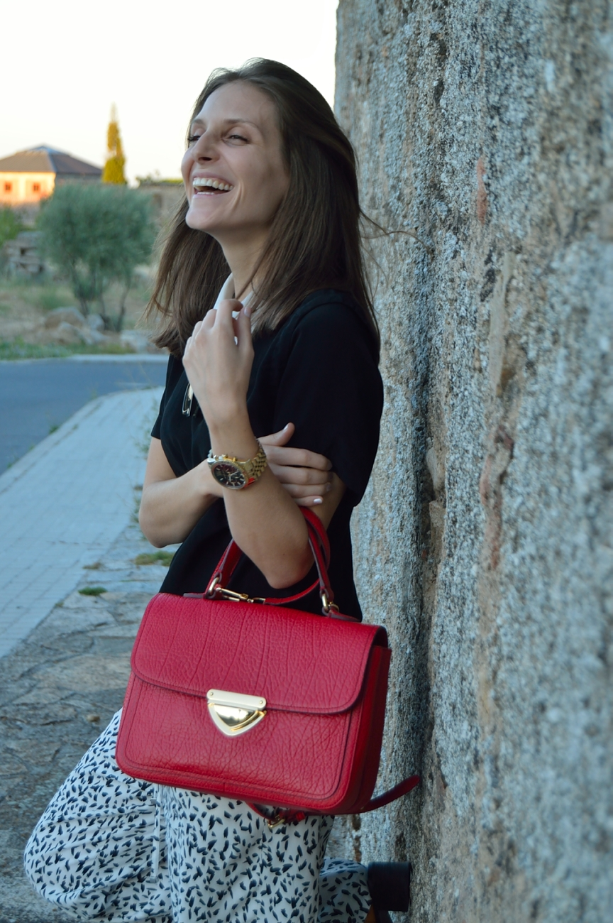 lara-vazquez-madlula-blog-style-fashion-pop-of-red-bag