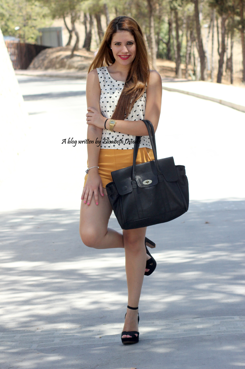 shorts-naranjas-OASAP-y-camisa-de-corazones-heelsandroses--(2)