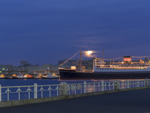 The super moon beyond Hikawa-maru