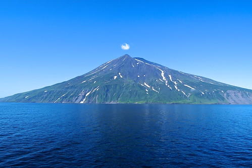 阿頼度島 Atlasov (Kuril Islands)