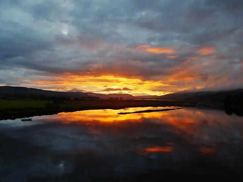 uk travel sunset naturaleza sunlight reflection skye nature water clouds landscape scotland paisaje paesaggio waterscape travelog kyleofsutherland bonarbridge payusage