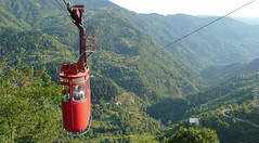 Kolej linowa w Khulo, połaczenie do miejscowości Tago po  drugiej stronie doliny. Góry Adjara.