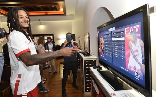 """L'Olimpia """"presenta"""" NBA2K15"""