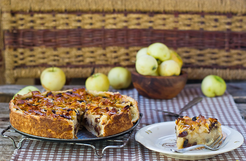 apples ,almond  and raisins pie