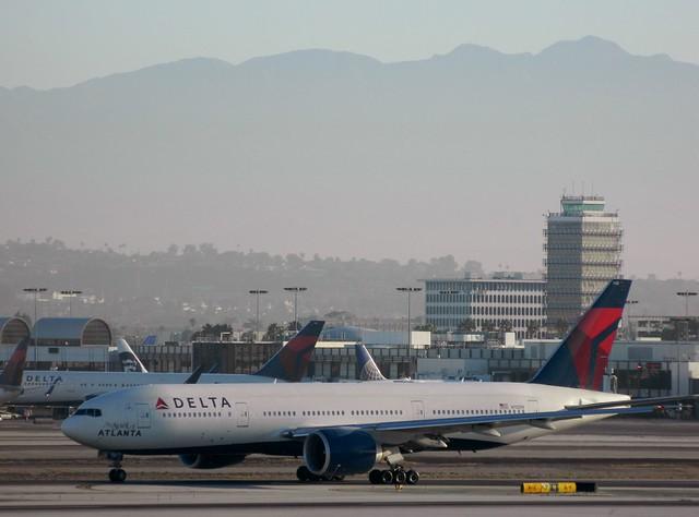 Delta Air Lines N702DN