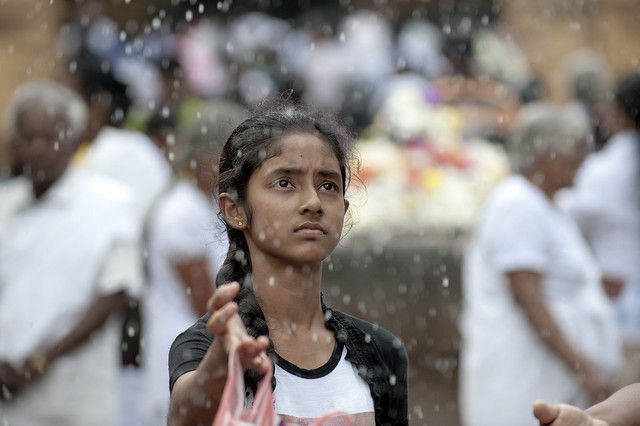 SL004 Sinhalese girl - Kelaniya Raja Maha Vihara - Sri Lanka