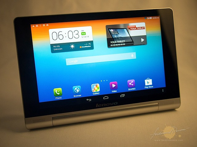 Yoga tablet in Stand mode