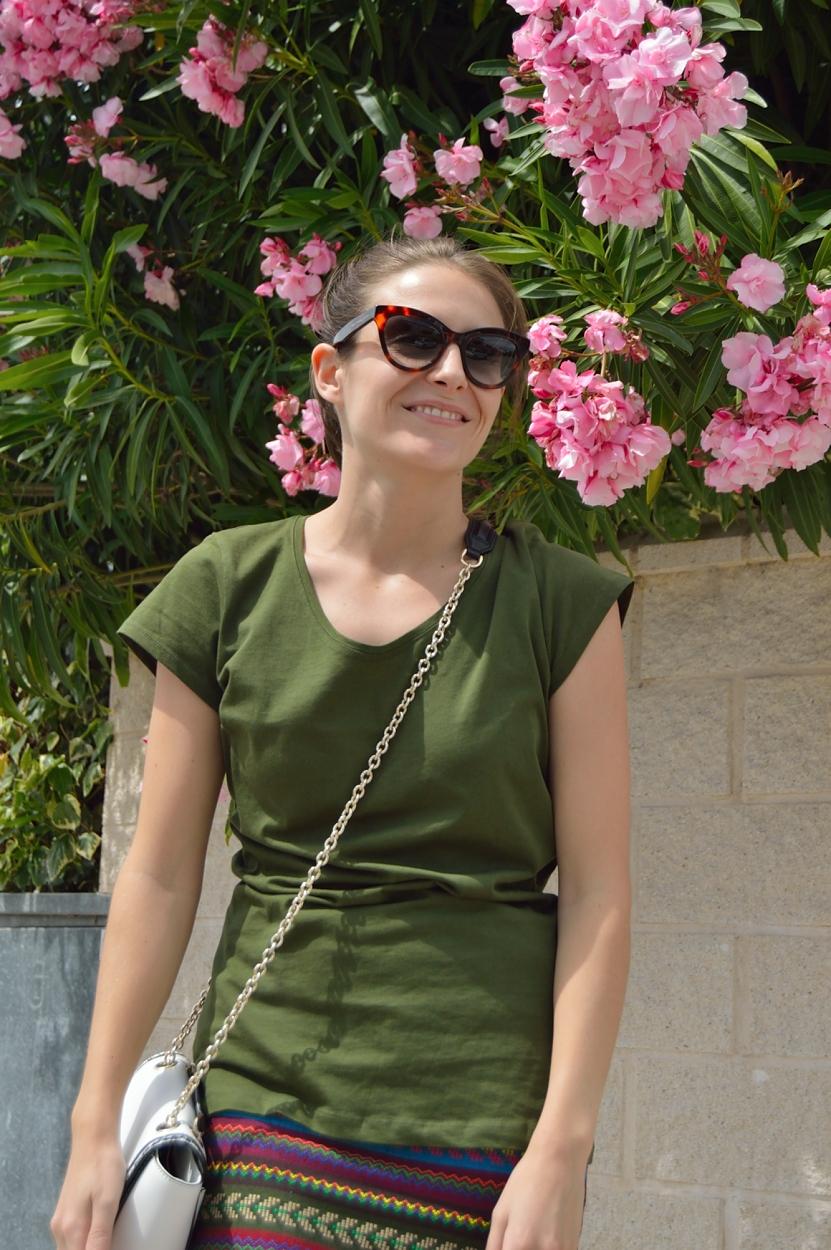 lara-vazquez-madlula-blog-sttyle-fashion-look-green-tee-flowers