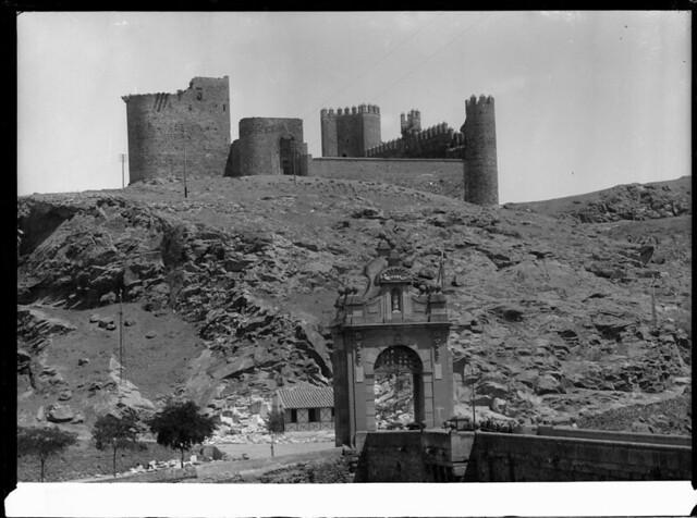 Castillo de San Servando a comienzos del siglo XX. Fotografía de J. Lacoste © MECD, Fototeca del IPCE, signatura VN-22582_P