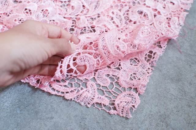 Make a summer lace pencil skirt www.apairandasparediy.com