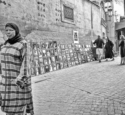 pictures street city people urban bw woman composition canon photo focus scenery flickr foto view image photos pics picture ciudad pic images powershot fotos stadt marrakech moment fotografia capture imagen marokko streetview cuidad strasenszene canonpowershotg12 tresmariasinpie