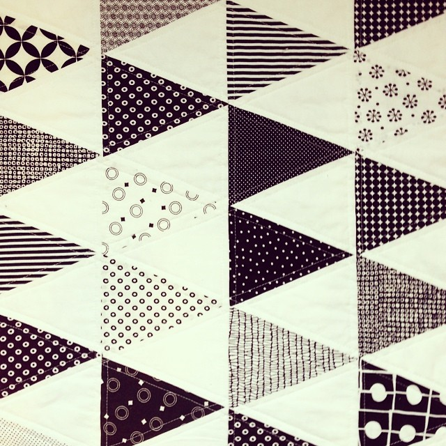 b&w triangle quilt // close-up