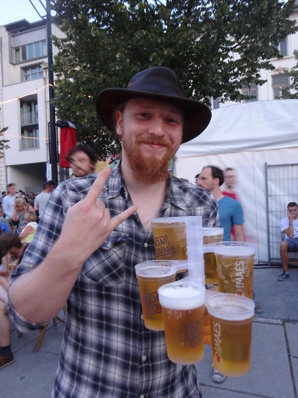 Tom likes beer.