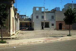Noicattaro. Area mercatale sporca front