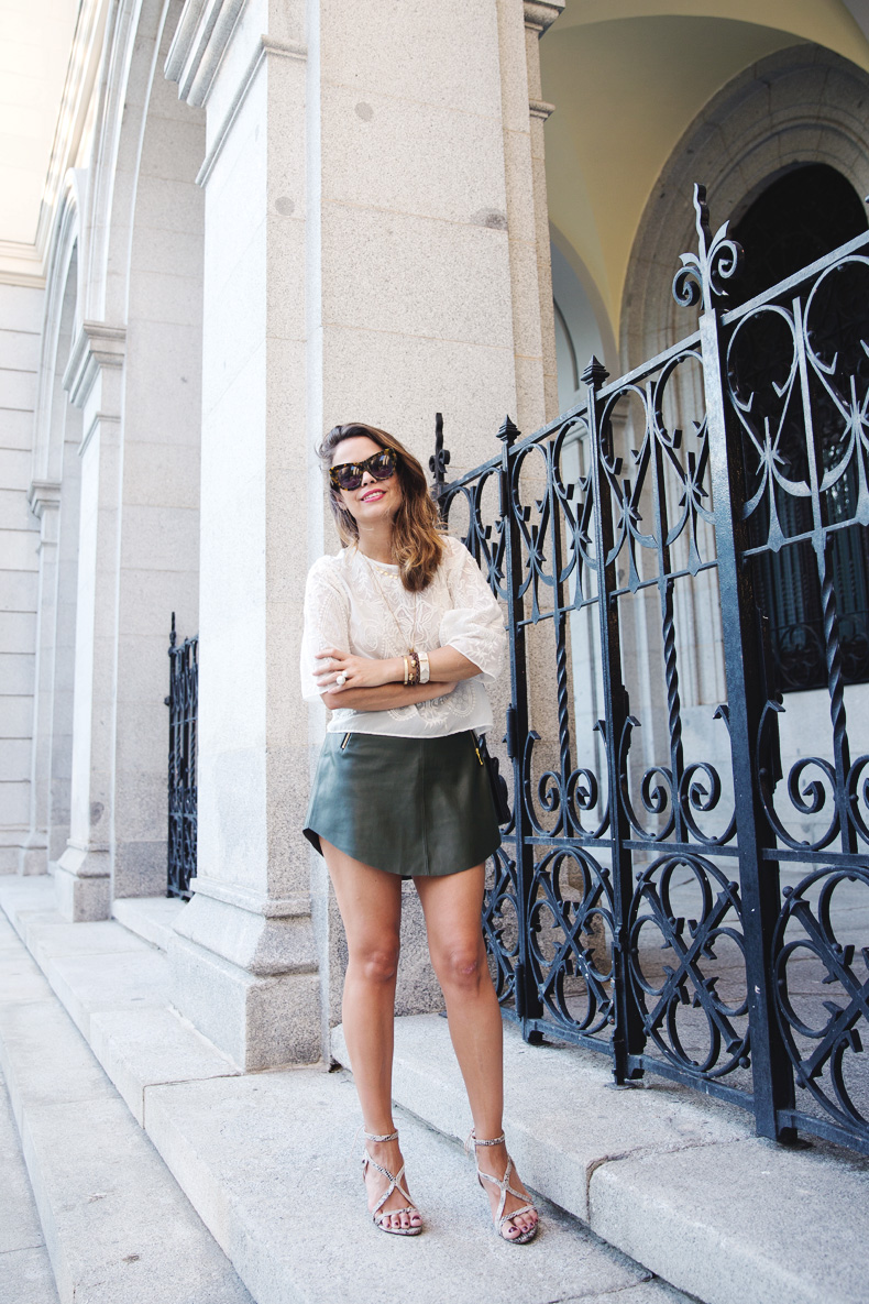 Snake_Sandals-Green_Skirt-Lace_Top-Outfit-Street_Style-8