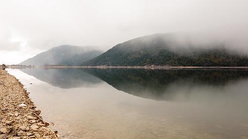 morning mist lake canada mountains reflection water fog britishcolumbia okanagan peaceful calm shore mara maralake