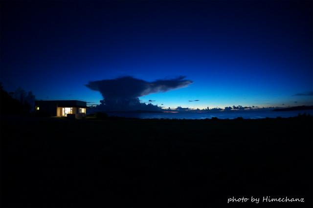 ミルミルは閉まってましたが、そこからの景色。西表島の雲がヤバかった!