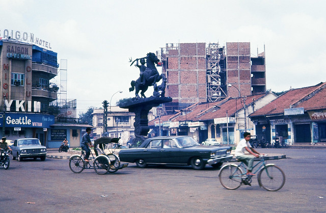 SAIGON 1966 - Ngã 6 Phù Đổng - Photo by rayr8