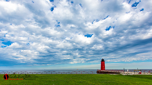 blue lake green water wisconsin clouds canon landscape landscapes cityscape place unitedstates michigan lakemichigan greatlakes shore milwaukee lakefront thirdward mke 3rdward milwaukeewi landscapephotography discoverwisconsin travelwisconsin 5dmarkiii