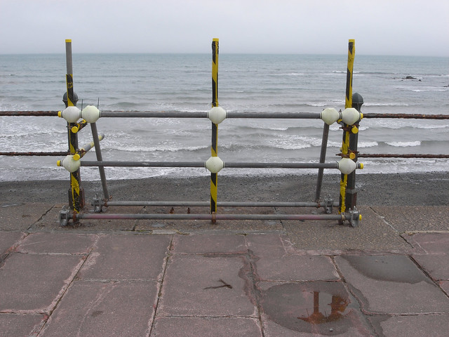 sea front: llinellau = lines