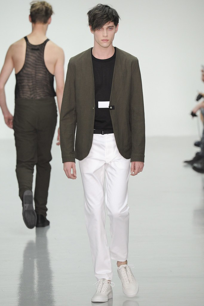 SS15 London Lee Roach009_Luke Powell(VOGUE)