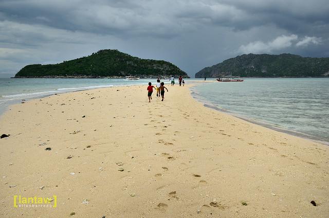 Bantigue Island's sandbar
