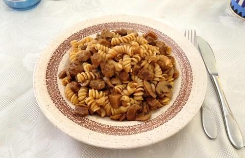 Schweine-Pilz-Gulasch mit Nudeln / Pork mushroom goulash mit noodles