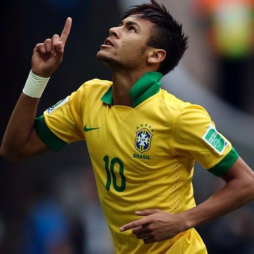 Neymar está fora da Copa do Mundo após fraturar vértebra Leia mais em: http://zip.net/btnXtB #ForçaNeymar #bra #brasil #brazil #fifaworldcup #worldcup #worldcup2014