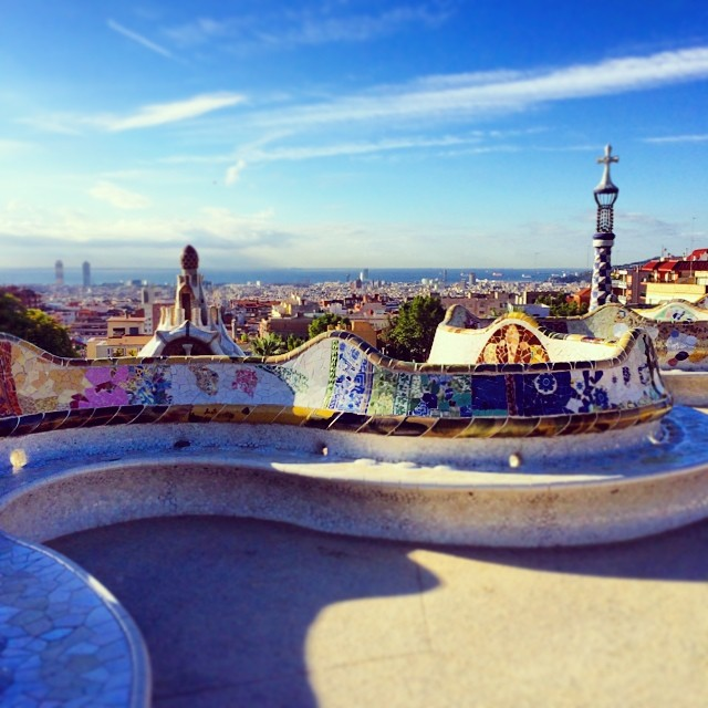 The undulating waves of the main terrace of Park Güell, where Xavier meets Anne-Sophie. #laubergeespagnole