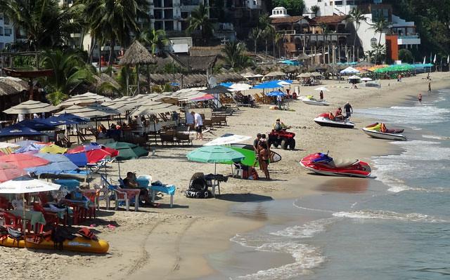 puerto-vallarta-beach-scene