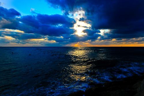sunset sea reflection beach clouds seascapes shimmering hertzelia cloudysunset goldenhours hertzeliabeach