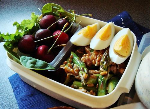 Farro Asparagus Salad with Serrano Ham & Pistachio, Apple Cinnamon Overnight Oats, Honey Cake