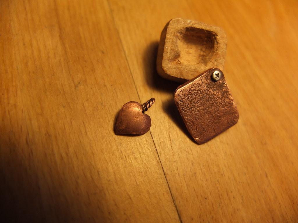 Kette: heart in a case