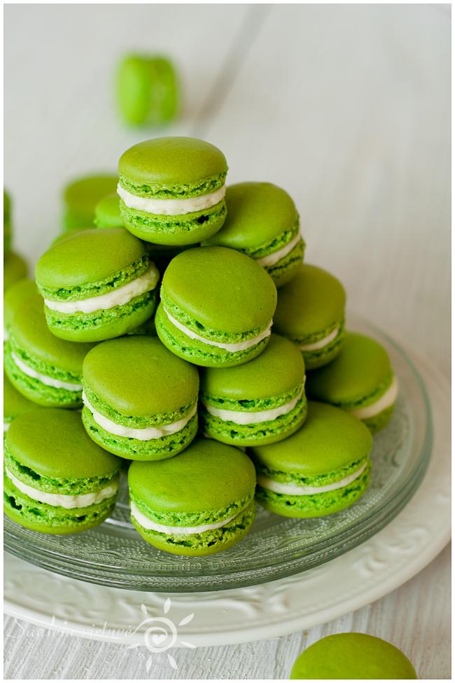 Žali macarons (8)