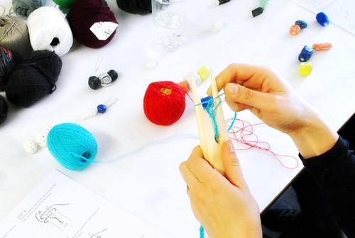 Porcelain bead knitted necklace workshop