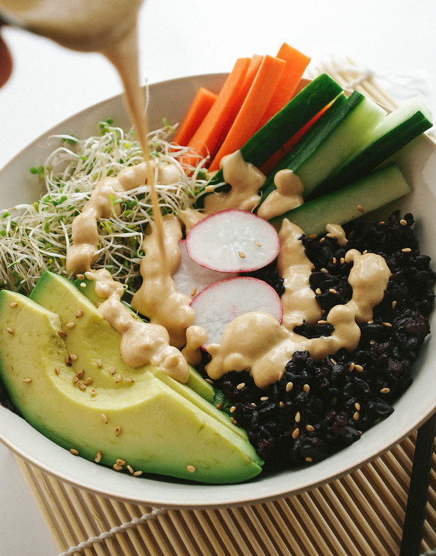 THE SIMPLE VEGANISTA: BLACK RICE SUSHI BOWL + DYNAMITE SAUCE