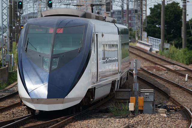 Sigma 100-300/4, Skyliner Ueno-bound.