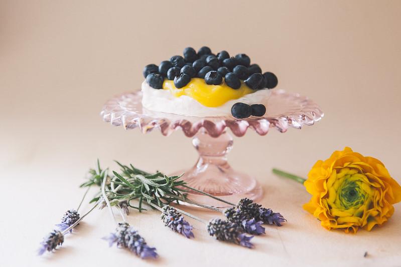 Pavlova de Curd de Limão Siciliano e Mirtilos