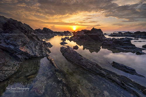 reflection sunrise rocks fujifilm rockybeach terengganu kualaterengganu greatphotographers xt1 chendering pantaipandak nurismailphotography nurismailmohammed nurismail visitmalaysiayear2014