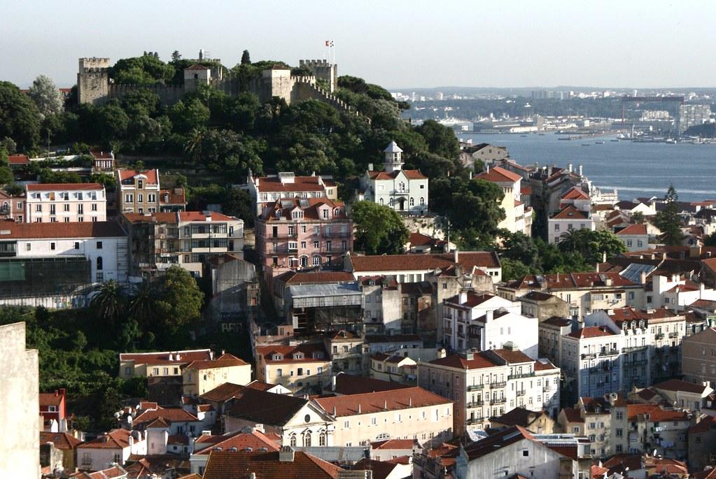 > Belvédère du quartier de Graça : Miradouro Sophia de Mello Breyner Andresen à Lisbonne.
