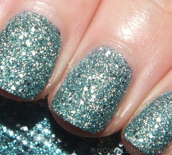 avon stardust nail enamel- jewel blue (4)