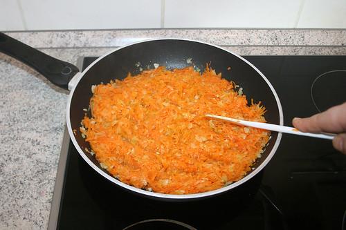 18 - Geriebenen Kürbis mit andünsten / Braise grated pumpkin