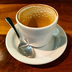 espresso(0.0), hong kong-style milk tea(0.0), caf㩠au lait(0.0), food(0.0), dish(0.0), caff㨠macchiato(0.0), caff㨠americano(0.0), drink(0.0), cup(1.0), tea(1.0), saucer(1.0), coffee(1.0), coffee cup(1.0), caffeine(1.0),